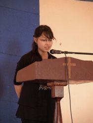 с. Лариса читает свидетельство
