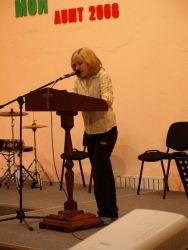 с. Оксана читает свидетельство